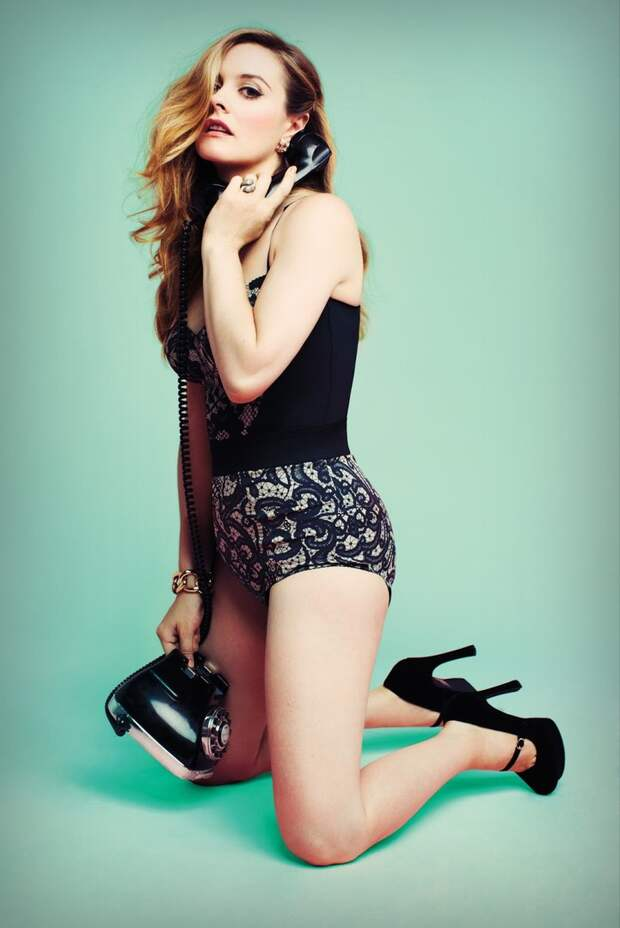 Актриса Алисия Сильверстоун в Pin-Up фотосессии.