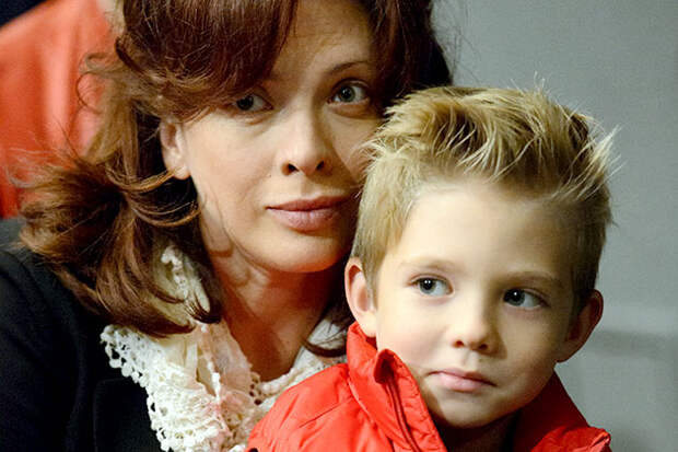 7 известных актрис, которые стали мамами после 40