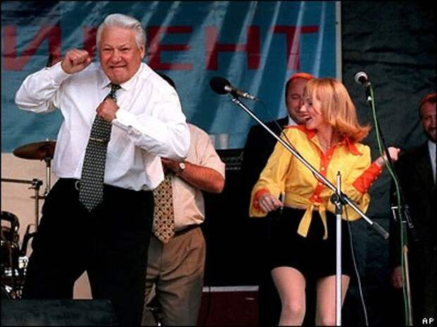 Опрос. Кто лучше станцевал калинку, Ельцин или Спикер МИД Мария Захарова?