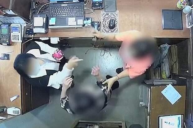 Ну и манеры: Жена бельгийского посла набросилась на продавщицу
