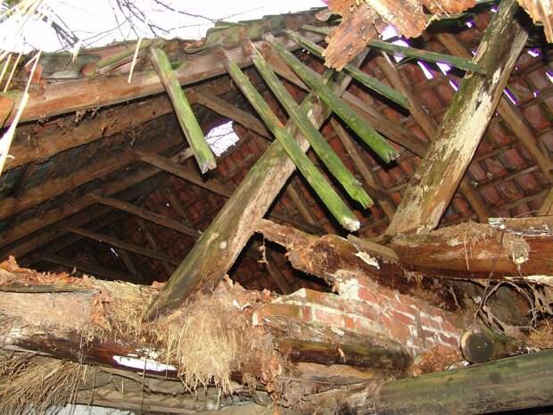 В Удмуртии трое рабочих получили тяжёлые травмы при разборе крыш