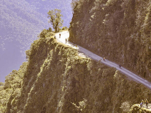 Самая страшная дорога в мире, Юнгас (Боливия).