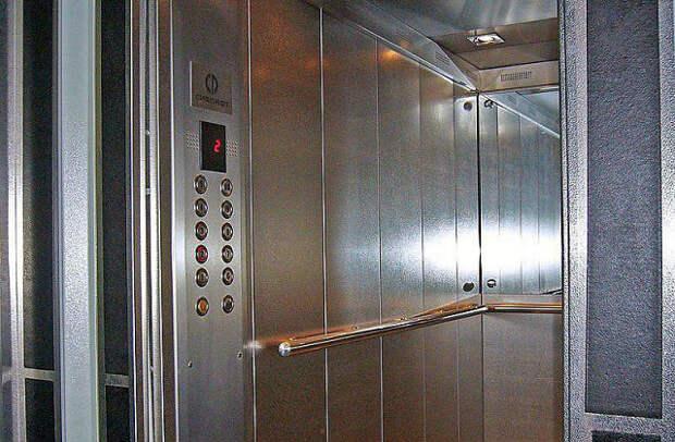 Когда в доме на Бусиновской Горке запустят давно отремонтированный лифт?