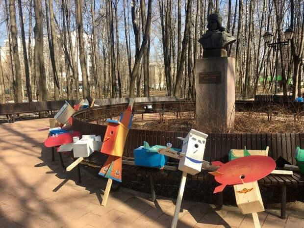 Юные «авиаторы» из Свиблова повесили 25 необычных скворечников в Бабушкинском парке