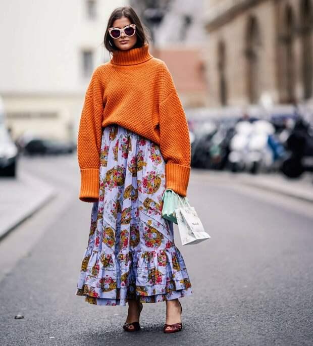 Как носить свитер в межсезонье: 7 стильных образов с трикотажем