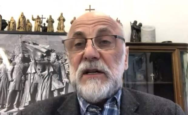"""Автор памятника """"Вежливым людям"""" в Симферополе считает, что скульптуру надо дополнить фигурой моряка и казака"""