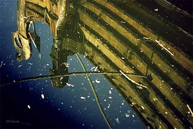 драккар в озере