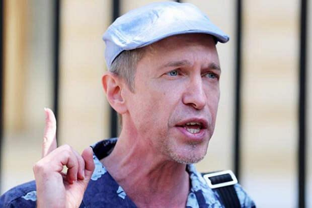«Дайбогневидеть ваши рожи»: Музыкальный критик Сергей Соседов обрушился нароссийских звезд