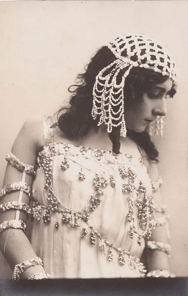 А роли следовали одна за другой – в балетах «Дочь фараона», «Жизель», «Тщетная предосторожность», «Раймонда», «Баядерка», «Дон Кихот». И не только зрители – великий тенор Леонид Собинов, увидев балерину, потерял голову