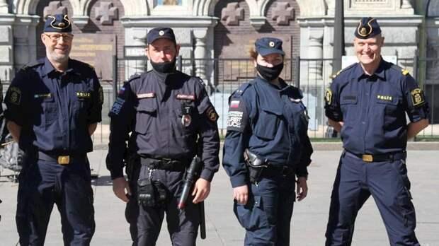 Шведские полицейские начали патрулировать улицы Петербурга во время Евро-2020
