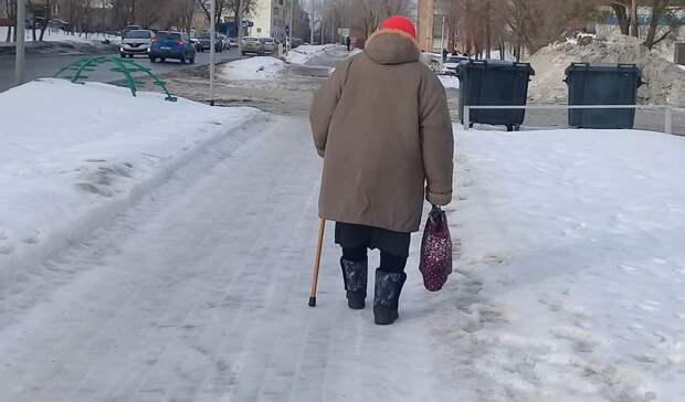 Ничего святого: 90-летнюю жительницу Оренбурга оставили без средств к существованию