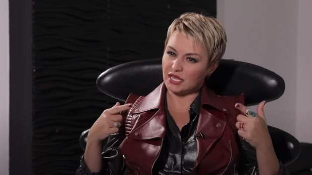 Певица Катя Лель высказалась об инопланетном происхождении Елизаветы II