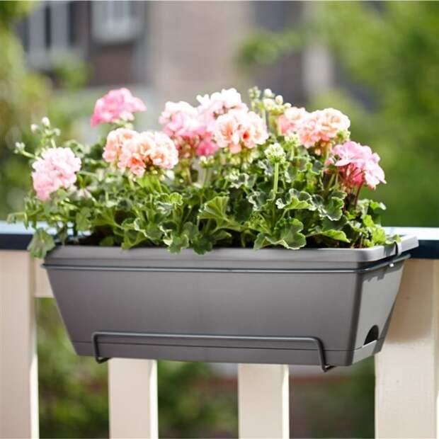 Подвесная система для верхней части балкона. /Фото: obustroeno.com