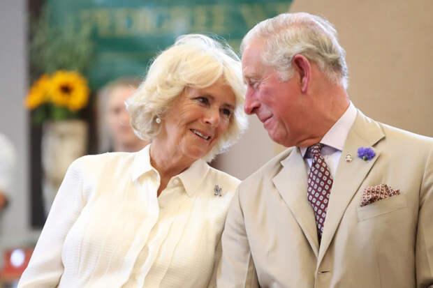 «У неё плохие зубы и перхоть!». Почему принц Чарльз променял красивую принцессу Диану на Камиллу Паркер-Боулз