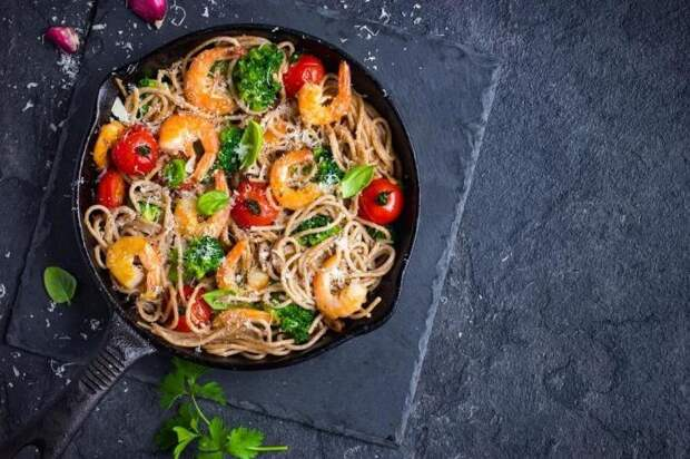 Спагетти с креветками. \ Фото: blog.metro.ua.