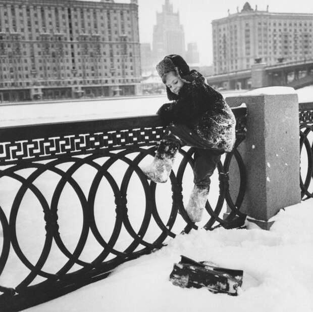 """""""МОЖНО ПОПРОСИТЬ НИНУ?"""" Невероятно трогательный рассказ классика советской фантастики Кира Булычева."""