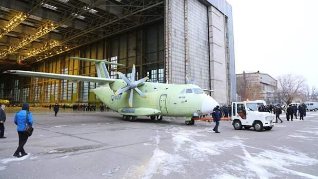 Выкатка первого летногообразца военно-транспортного самолета Ил-112В на воронежском авиастроительном предприятии ПАО «ВАСО». 27 ноября 2018 года