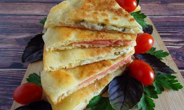 Быстрые сырные лепешки на сковороде