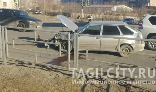 Момент ДТП наперекрестке улиц Красноармейская— Серова вТагиле попал навидео