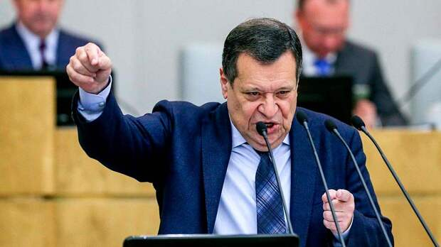 Российские чиновники, даже такие как депутат Макаров, находятся на содержании у своих жен