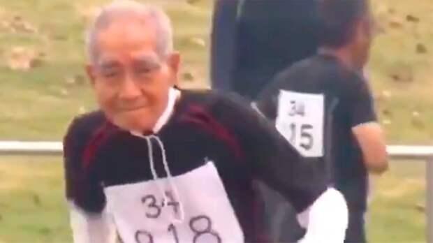 ВЯпонии 102-летний спортсмен пробежал стометровку. Оценил даже Владимир Соловьев