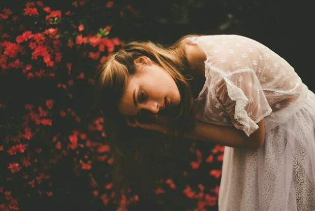Danielle-Hulls-RAW-Sydney-Photographer-on-Whim-Online-Magazine-1-640x430