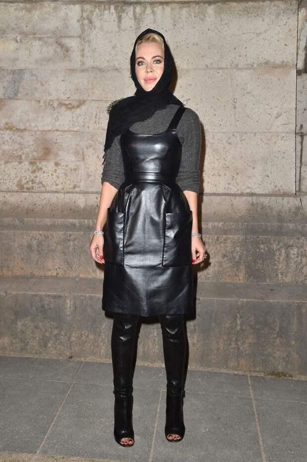 Хит сезона: кожаный сарафан. С чем носить?