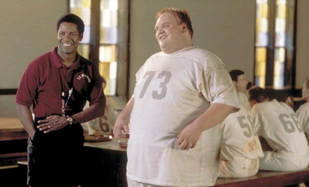 Актер сбросил за 9 лет 90 килограммов и превратился в атлета. Смотрим тренировку Итана Сапли