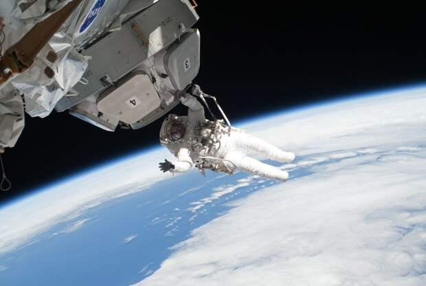 Российский космонавт решил подать в суд после оскорблений от робота «Федора»