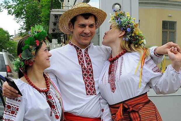 Русские всех стран, объединяйтесь и приезжайте в Россию!