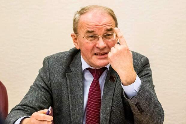 Вячеслав Тетекин заявил, что попытка создать Госсовет вслед за Совбезом и Советом Федерации, может породить хаос