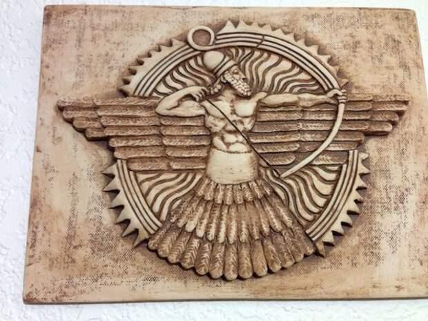 Бог Ашшур. Бог войны, бог-воитель, главное божество древних ассирийцев