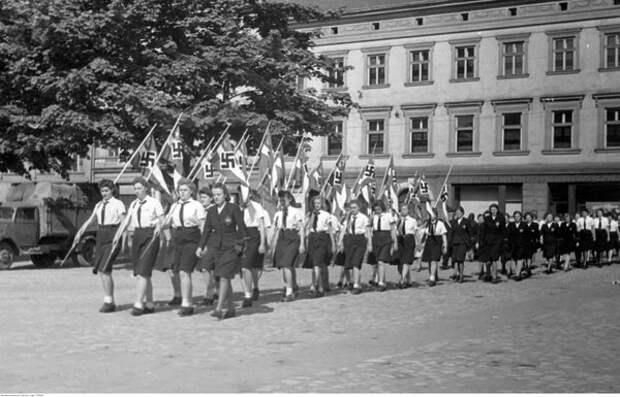 """""""Союз немецких девушек"""" - как Гитлер воспитывал девочек"""