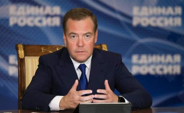 Медведев предложил бесплатно выдавать рецептурные лекарства