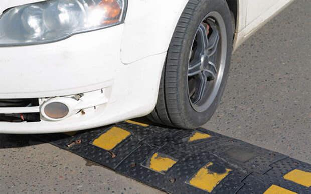 Можно ли парковаться на «лежачем полицейском»? — разъяснение экспертов