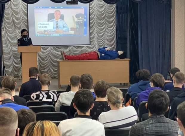Симферопольским подросткам сотрудники полиции рассказали о последствиях безответственного поведения на дороге