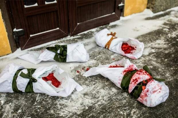 """""""Рожай мясо!"""": питерские феминистки топлесс выразили протест против службы в армии"""