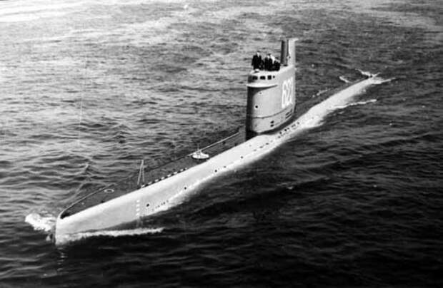 """«Вылили 10 тонн воды консервными банками"""": самая удачная операция по спасению подводной лодки»"""