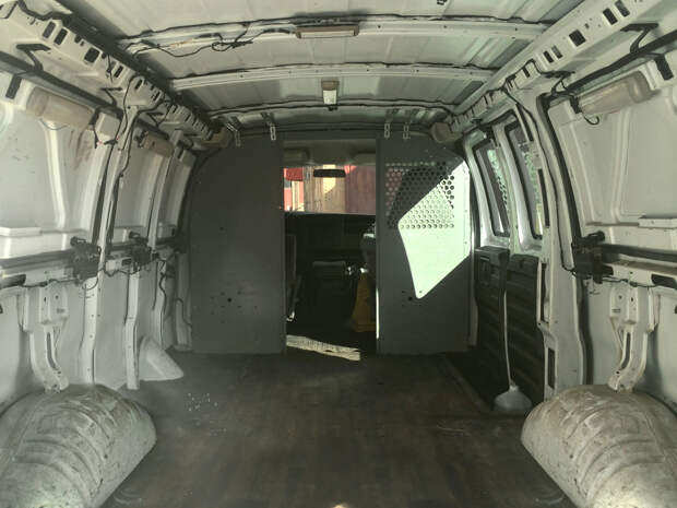 Режиссер превратил ржавый фургон в мобильную студию и теперь работает где захочет