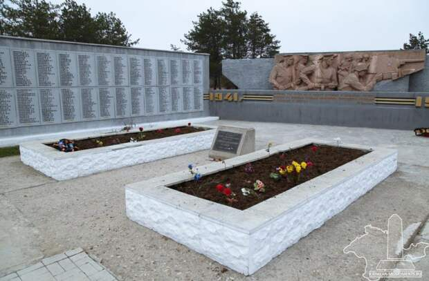 Пьяный житель Подмосковья разбил мемориал советских воинов в Крыму