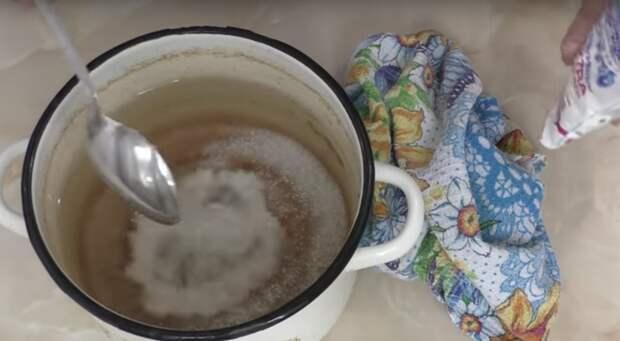 Копеечный способ чистки эмалированной посуды, который должна знать каждая хозяйка