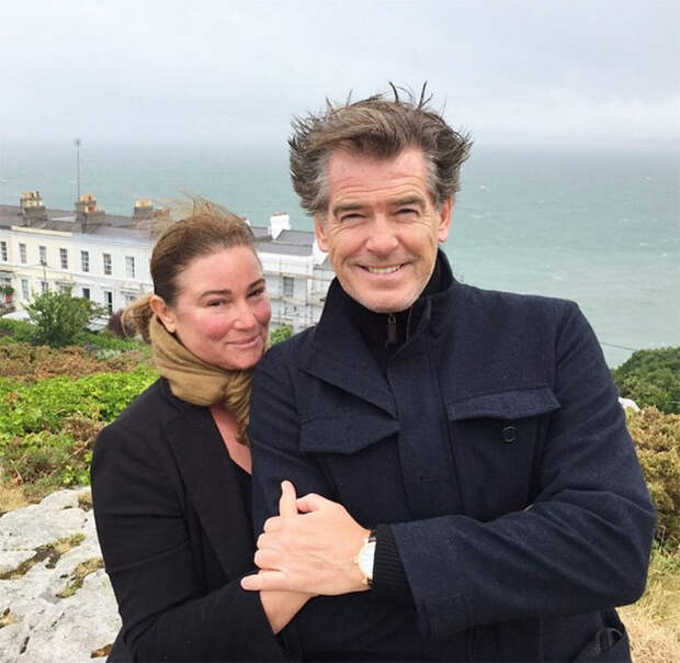 История любви Пирса Броснана и его жены в фотографиях