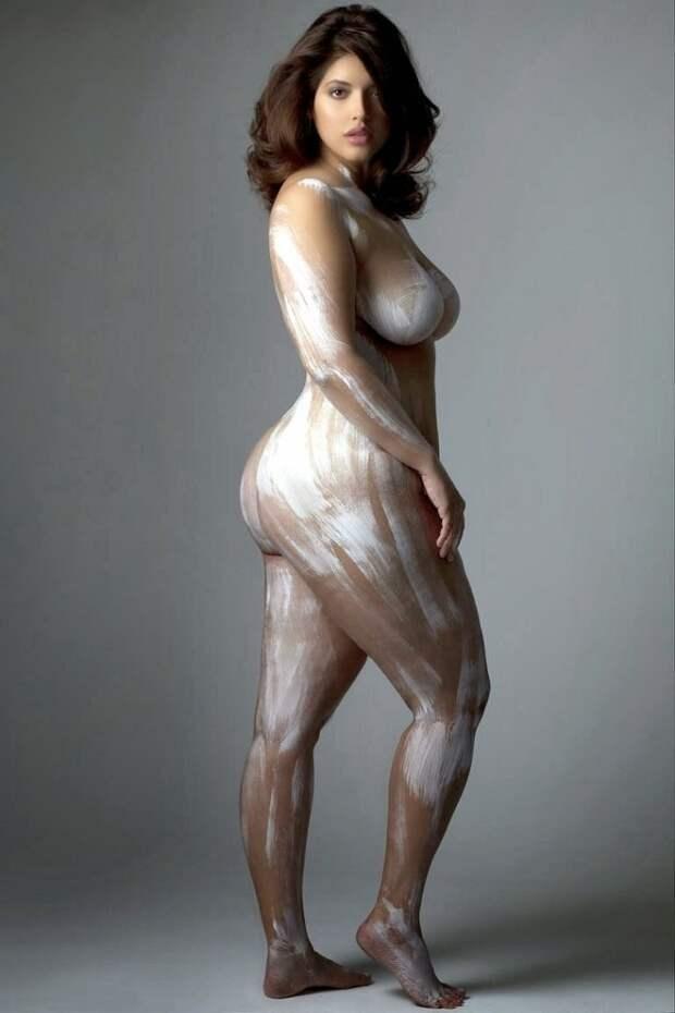Очень соблазнительные не худые женщины в фотокниге «Изгибы»