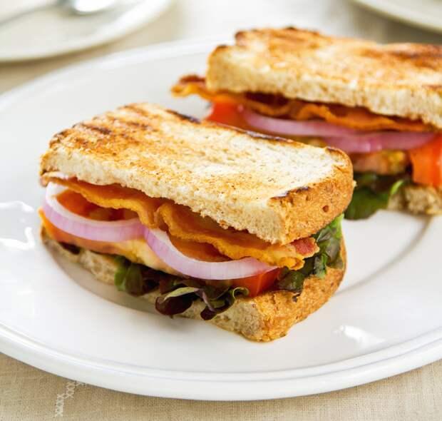 Утренний сэндвич с беконом