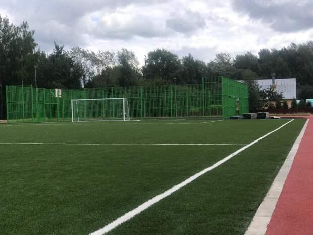 На Синявинской скоро закончат реконструкцию спортивного стадиона