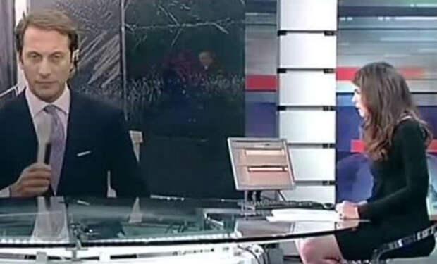 Ведущая забыла, что сидит за прозрачным столом и лишилась работы из-за юбки