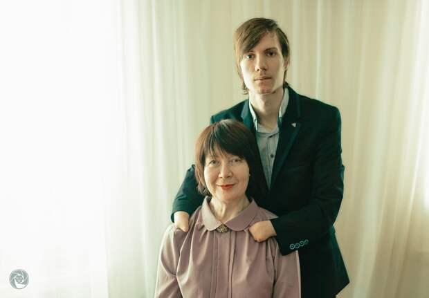 Гордость России: Алексей Романов, родившись без кистей обеих рук, в 15 лет стал виртуозным пианистом мирового уровня