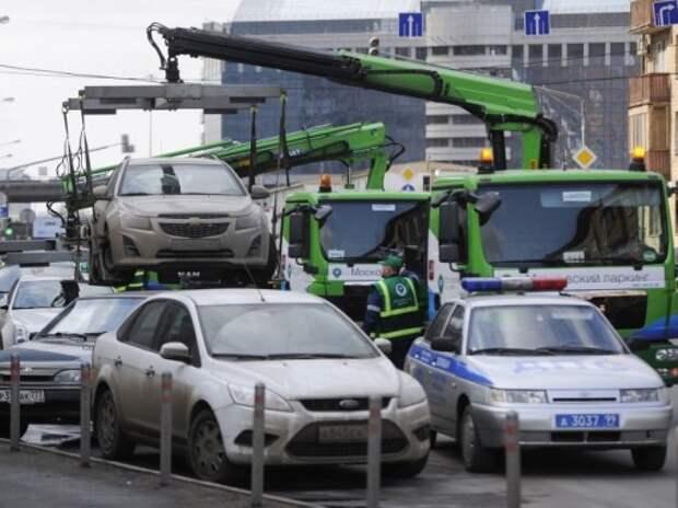 У станций метро «Щелковская», «Царицыно» и «Домодедовская» фиксируется наибольшее количество нарушений правил парковки