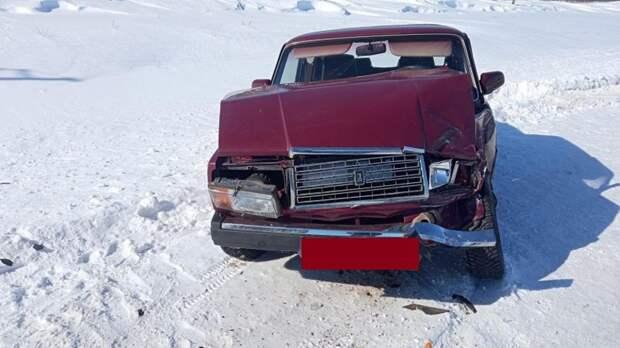 Под Сорочинском в столкновении «семёрки» и КамАЗа пострадали два человека