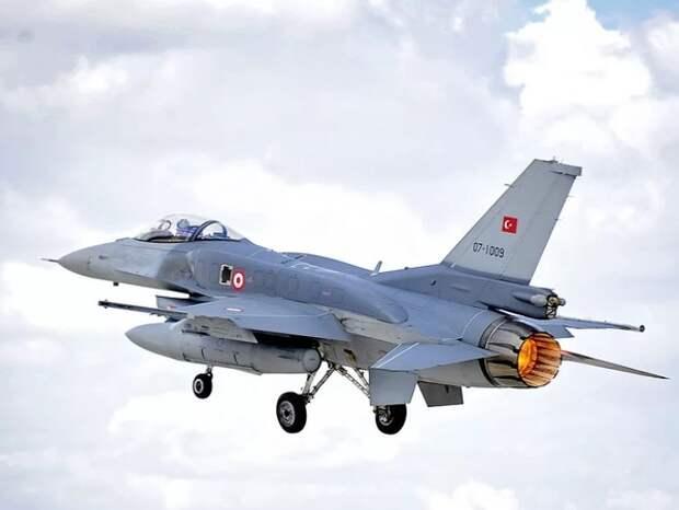 Армения заявила о сбитом турецким F-16 своем Су-25